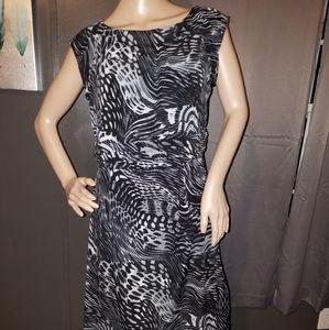 Short sleeved dress.